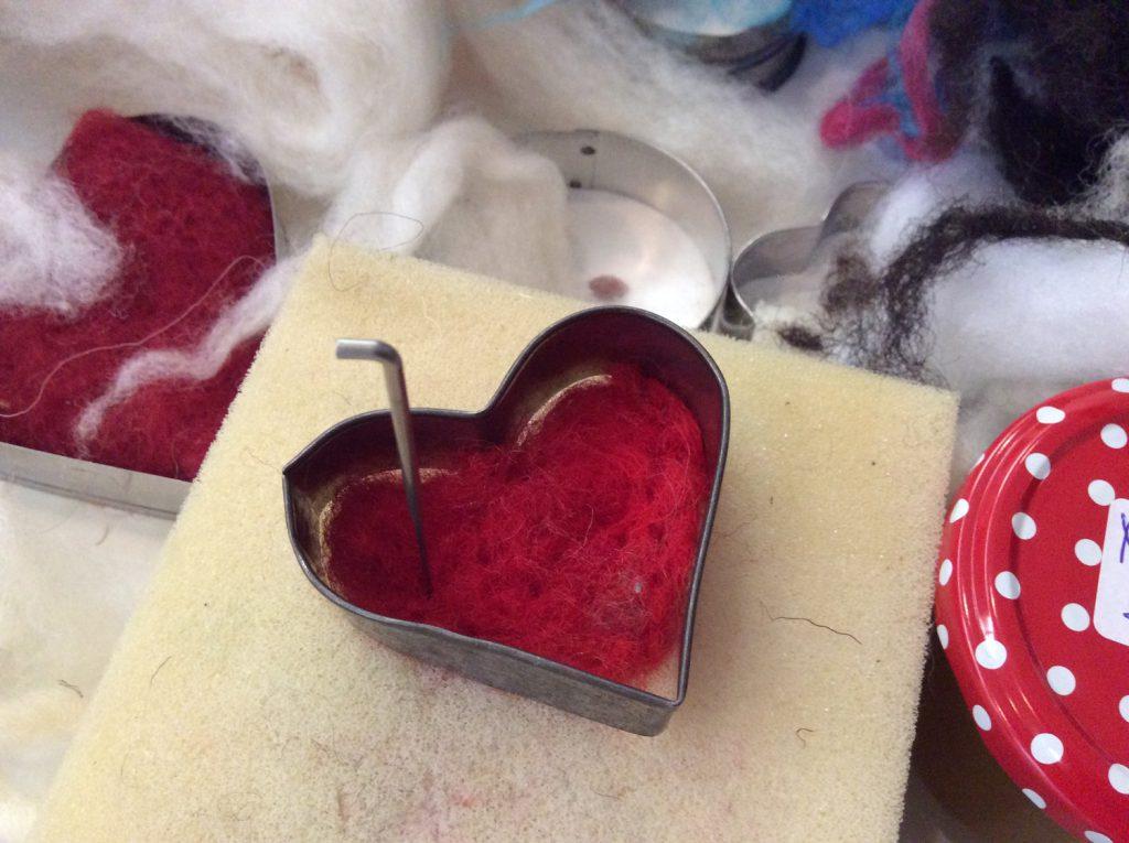 Nadelfilzen mit Herz beim St.Andreas Fest und am Reformationstag