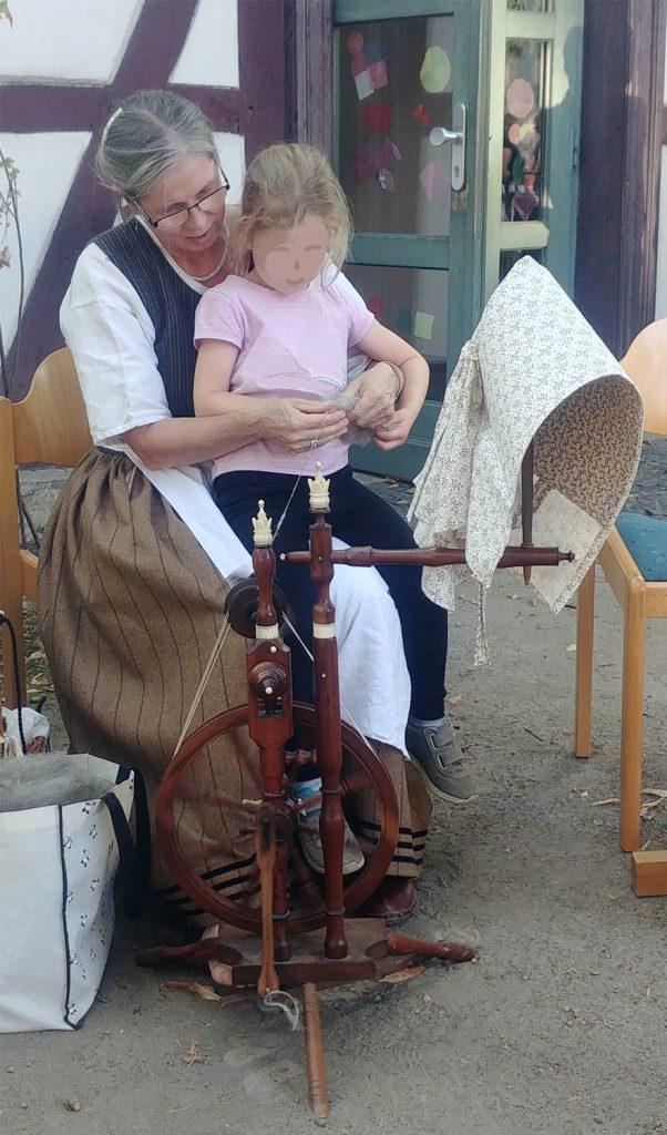 St. Andreas Fest - Wie spinnt man einen Faden