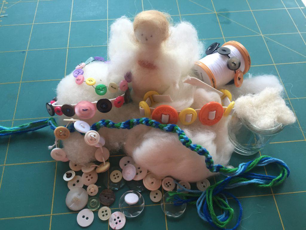 Ferienpassaktion-St.Andreas Basteln mit Kindern - Engel filzen und Knopfarmbänder